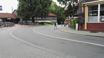 Foto: Übergang zwischen Bushaltestelle und Bahnhofseingsang in Elmshorn